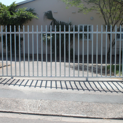 Domestic sliding gate - no doggy bars