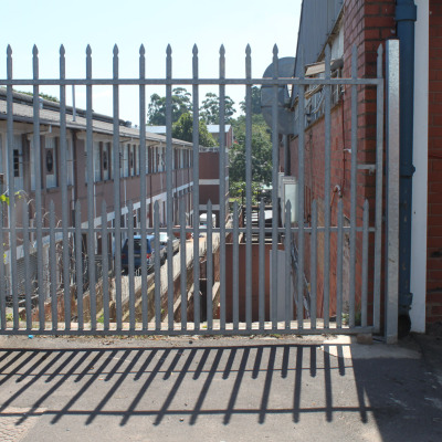 Domestic sliding gate with no doggy bars 2
